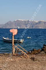 Fira desde el puerto de Akrotiri, Santorini (Travel around Spain) Tags: santorini grecia akrotiri barcas azul islas acantilados mar mediterraneo