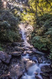 Rays over the waterfall 石澗飛流瀑布長