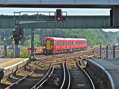 Reds (Deepgreen2009) Tags: red gatwickairport station signals railway train 3872 new gatwickexpress approaching electrostar