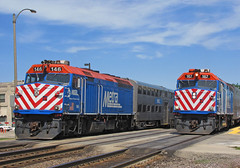 Inbound and outbounds meet (GLC 392) Tags: emd f40ph f40ph2 metx metra elmhurst il illinois 146 167 outbound inbound passenger train railroad railway meeting meet rush hour cars engines