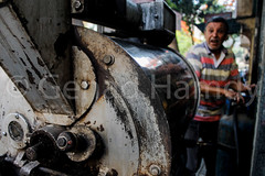 From bean to cup 2 (gehadhamdy) Tags: photography photojournalism photojournalist documentary documentaryphotography photographer photos photo street streetphotography beans cups bean cup coffee blackcoffee greencoffee roasting roaster roasted awake grinder