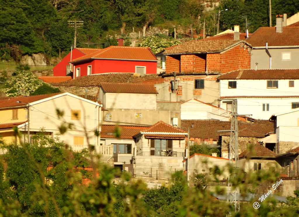 Águas Frias (Chaves) - ... vista parcial do casario da Aldeia ...