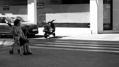 la espera, la soledad (pepe amestoy) Tags: blackandwhite streetphotography people alicante spain carl zeiss t planar 250 zm