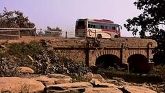 INDIEN , india, unterwegs nach Varanasi, eine sehr beschwerliche Fahrt, 14281/7149 (roba66) Tags: indienunterwegsnachvanarasi truck bus transport brcke bridge aufdenstrasen indien indiennord asien asia india inde northernindia urlaub reisen travel explore voyages visit tourism roba66 car wheels gear unterwegs