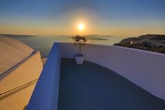 Santorini: Caldera Sunset View (DieBuben.de) Tags: greece caldera sunset balcony canon5dmarkiii canon5diii ef247028liiusm goldenhour