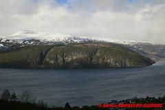 Innvikfjorden - Utvik (soyouz) Tags: fjelli geo:lat=6179806037 geo:lon=651957953 geotagged nor norvge sognogfjordane utvik fjord montagne innvikfjorden norvegela