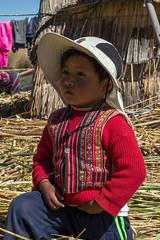 Menino-dos-Uros (Carlos Fabal) Tags: peru uros cholas cultura inca