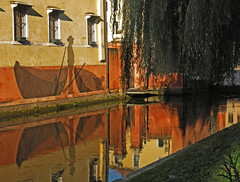 reflecting on channel (ludi_ste) Tags: reflections riflessioni riflessi riflettendo autunno canale canal treviso coloricaldi orange windows