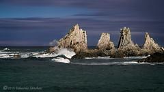 Un rayo de sol... (Edu.San.) Tags: agua roca costa islotes naturaleza luz nubes asturias espaa cantabrico gueira