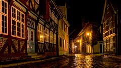 Watchmans Coming (Elenovela) Tags: lauenburg deutschland germany elbe schleswigholstein nacht night regen rain architektur architecture fachwerk timberframed
