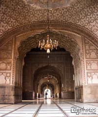 Badshahi Masjid, Lahore (UJPhotos.com) Tags: old city pakistan wallpaper history architecture free mosque masjid walled badshahimosque badshahimasjid walledcity mughal virsa bigmosque shahimasjid mughalmosque mosquelahore oldbuildingarchitectureislamislamicarchitecture