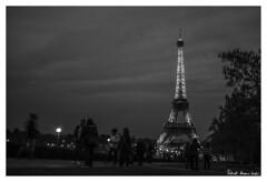 Eiffel Tower - Torre Eiffel, Pars (RobertoHerreroT) Tags: eiffel eiffeltower torreeiffel paris pars parigi robertoherrerotardon canon1100d canon canonista france francia europa europe monument travel trip viaje viajero monumento torre blancoynegro blackandwhite blackwhite bw bn