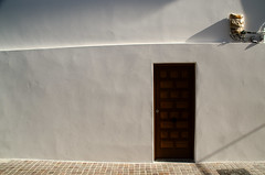 hondarribi txuri (adrizufe) Tags: hondarribia txuri gipuzkoa basquecountry doorswindows white aplusphoto nikonstunninggallery ngc urban summer summer16 nikon d7000 adrizufe adrianzubia