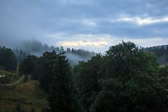 Ostatni dzie wakacji (Osk Olc) Tags: red mountains gry fog mga rano morning