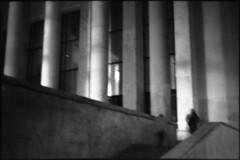PARCELLE 16-035_33 (gyjishukke) Tags: noiretblanc monochrome analog argentique believeinfilm shootfilm minoltax700 50mm nuit palaisdetokyo paris scanlowdef ilford delta400 800iso selfdevelopment hc110b 10 20 colonnes escalier poselongue flou bw