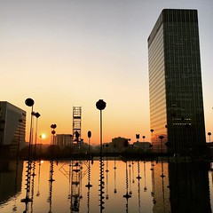 Petit matin  La Dfense #ladefense (Marie-Anne H) Tags: instagramapp square squareformat iphoneography uploaded:by=instagram ludwig la dfense dawn aurore