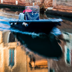 AVANT LE BROUILLON DE L'EAU (zventure,) Tags: zventure miroir eau venise venice venisesept2016 reflets reflexion filé flou italie palais mur aube bateau soleil petitcanal sanpolo