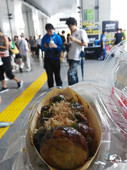 Takoyaki in Akihabara (ComiendoXelmundo) Tags: japon japn visitjapan cities japan rtw roundtheworld world wouldyoutravel travel travelblogger tokyo tokio streetphotography huaweiathul06 huawei huaweishotx huaweihonor7i