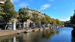 Herfst op de gracht (Peter ( phonepics only) Eijkman) Tags: amsterdam city canals grachten gracht nederland netherlands nederlandse noordholland holland