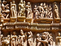 "grabados Khajuraho • <a style=""font-size:0.8em;"" href=""http://www.flickr.com/photos/92957341@N07/8749390029/"" target=""_blank"">View on Flickr</a>"