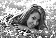 Evelin.7 (TRUDI.) Tags: flowers light portrait blackandwhite bw sun sunlight girl beautiful beauty smile daisies bokeh milano bn fiori sweetness trudi ritratto luce biancoenero evelin margherite fiorellini portraitinblackandwhite