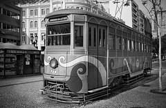 Bondinho da Leitura / Curitiba (marcelo.guerra.fotos) Tags: curitiba xvdenovembro street blackandwhite blancoynegro brasil bw paraná detail deep