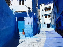 Chefcaouen, Morocco (Lindsay Shanley) Tags: blue color contrast bluecity chefchaouen morocco discover explore nationalgeographic natgeo door outdoors white pop