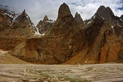 Marpogoro: Flat glacier and jagged peaks (Shahid Durrani) Tags: lukpilla brakk glacial stream marpogoro biafo glacier karakoram range karakorams baltistan pakistan