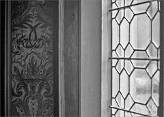 (frscspd) Tags: 62540015 20160615 pentax pentaxmx mx takumar takumar58mm 58mm ilford film ilfordxp2 ilfordxp2400bw filmgrain xp2 norfolk oxburghhall oxborough window windowsill fresco glass stainedglass