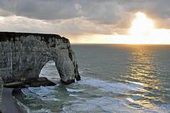 Sol, agua y roca viva (ceszij) Tags: france francia normandie normandia etretat scogliere falesie acantilado gabbiano seagull oceanoatlantico atlanticocean rock