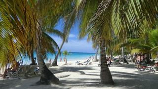 Dominican-Republic - Island of Saona - a crowded beach