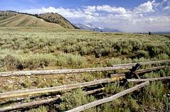 Blacktail Butte (Daniel Biays) Tags: clotureenbois woodenfence prairie paysage landscape wyoming blacktailbutte grandtetonnationalpark