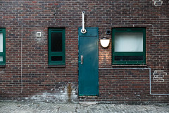 snakes (LinusVanPelt ) Tags: snake urban building london street windows gdg bricks city wall uk door londra england regnounito gb