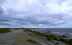 Strandvallen p Langhammars (Fr, Gotland) (webbgun) Tags: gotland fr langhammarsraukomrde sommarbilder summerpictures strnder balticsea moln clouds strandvallar hav vgor seawaves raukar rockformations