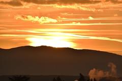 Le soleil se leve (Jean-marc17340) Tags: sunset soleil ciel landscape montagnes paysages couchdesoleil
