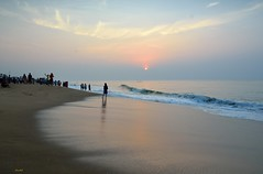Sunrise at Puri, India (draskd) Tags: puri odisha orissa india puribeach sunrise nikond7100 nikon draskd bayofbengal awash sand lightonwater waves color warmtone