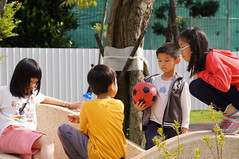 DSC02861 () Tags: kids children sony taiwan taipei     1680   a55 70300g    1680mm  slta55v anlong77