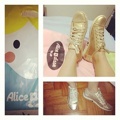 Tênis dourado by Alice Disse @alicedissegram  in Love  #sneakers #tennisshoes #gold #golden #alicedisse #carioca ([J]αckie ♥ .) Tags: square gold golden sneakers squareformat tennisshoes earlybird alicedisse iphoneography instagramapp uploaded:by=instagram