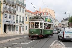 To the right track (ernstkers) Tags: 741 bonde carris carristur ccfl ccfl741 lisboa portugal streetcar tram tramvia tranvia trolley eléctrico strasenbahn spårvagn
