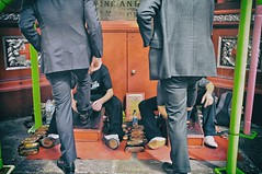 Bootblacks (Steve Lundqvist) Tags: shoes bootblack shoeshine clean cleaning street couple pair suits men london city londra uk england shine