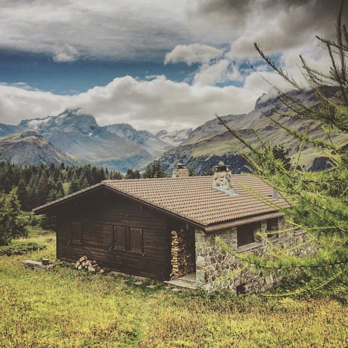 #magicswitzerland #visiswitzerland #lovemyjob #filmmakerslife #ontheroad #birdviewpicture #makanart #lovenature #meditation #swissalps #mountains #chill