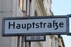 567 Hauptstrae (Alte Wilde Korkmnnchen) Tags: joyfoxstreetyogastreetartkorkmnnchencorklittlepeopleberlin schneberg
