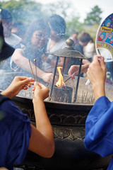 Encens (jour) (romain_castellani) Tags: d750 nikon dxoopticspro dxofilmpack encens japon japan religion incense nara tradition buddhism bouddhisme offrande offering temple asie asia feu fire people personnes tamron2470mmf28