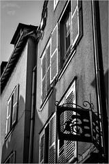 La rue du Soleil d'Or   Chartres, 28, Eure et Loir, Rgion Beauce Centre (Haro_Image) Tags: ruelle rue soleil or boulangerie mur faade volet art patrimoine chartres 28 eure eureetloir