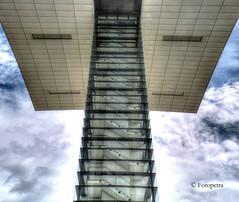 ich breche gleich zusammen...................in Explorer 08.10.2016 (petra.foto busy busy busy) Tags: köln germany deutschland nrw nordreinwestfalen kran kranhäuser architektur gebäude stadt fotopetra canon 5dmarkiii treppenhaus stair treppe