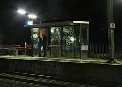 Waiting (Elisa1880) Tags: nederland netherlands rotterdam noord station trein train wachten waiting mensen people