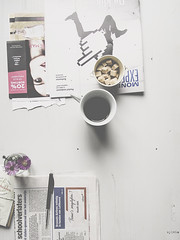 Everyday moments (Sylvia Houben) Tags: everydaymoments unstaged coffee flowers newspaper advertising