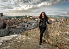 Perugia, Porta Sole (R.o.b.e.r.t.o.) Tags: perugia umbria italia italy modella model girl ragazza ritratto portrait panorama cityscape