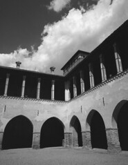 Pandino-castello-24 04 2016 (Roberto Gramignoli) Tags: pandino castellopandino castellodipandino castello castelli pellicola blackandwite bw castle