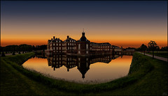 One moment (Lato-Pictures) Tags: schloss nordkirchen castle germany sundown outdoor spiegelung nordrheinwestfalen weltkulturerbe sonnenuntergang